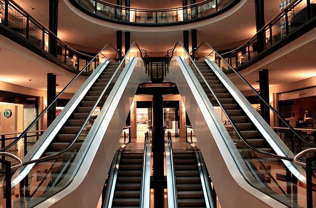 eskalátor v obchodě