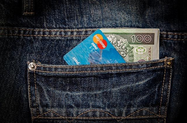 kreditka v kapse