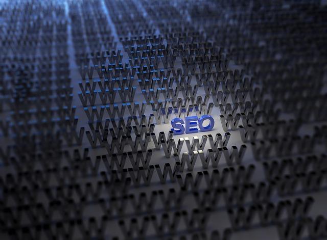 modrý nápis SEO uprostřed záplavy webových stránek